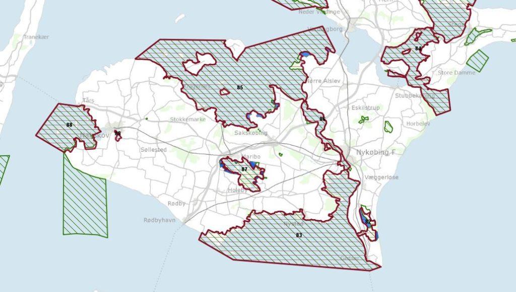 Kort over Lolland-Falster og Møn fra miljøGIS. De røde områder viser fuglebeskyttelsesområder, de grønne viser habitat områder, og de blå klatter er områder der foreslås reduceret.