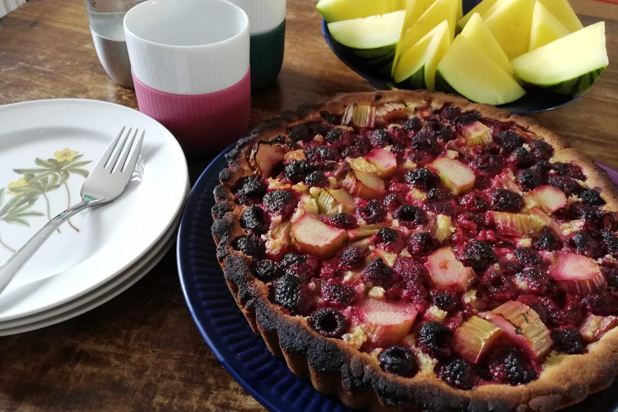 Hindbær-rabarbertærte, min favorit tærte til en regnvejrsdag. Ildfugl.com, blog, mad og drikke, Hindbær-rabarbertærte.